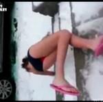 Wybiegła na mróz w bikini! Zaliczyła WPADKĘ!