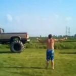 Starcie monster trucków