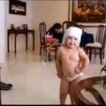Dziecko tańczy do kawałka Shakiry
