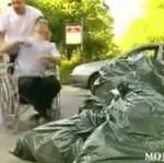 Żart z wózkiem inwalidzkim