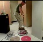 Jak Marines czyszczą podłogi?
