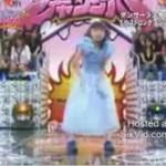 Mała Azjatka tańczy electro!