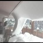 Odśnieżanie dachu - ciężka robota!