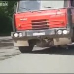 Ciężarówka, w której coś nie gra...
