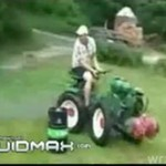 Wygłupy na minitraktorze