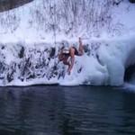 """""""Icebreaker"""" - ten gość kocha nurkować w lodzie!"""