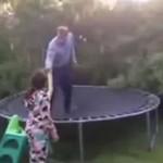 Dorosły mistrz trampoliny