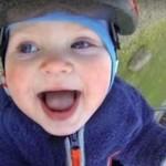Dziecko na huśtawce okiem GoPro