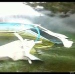 Wieśniak spuszcza wodę w basenie