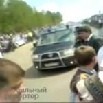 Prezydent Miedwiediew wjechał autem w tłum ludzi!