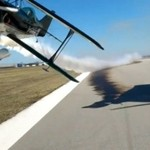 Samolot prawie obciął głowę kamerzyście!