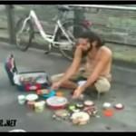 Uliczny perkusista - posłuchaj go!