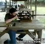 Podbił sobie oko karabinem!