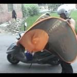 Praktyczny wynalazek dla motocyklistów