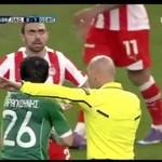 Dramatyczne spojrzenie piłkarza
