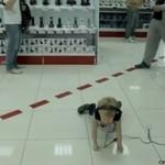 Rosyjskie dziecko śpiewa w supermarkecie - wow!