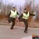 """Dwaj """"hip-hopowi"""" policjanci"""