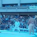 Wrestler sumo RZUCIŁ swoim przeciwnikiem!