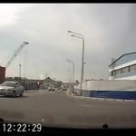 Motocyklista ROZTRZASKAŁ się o auto!