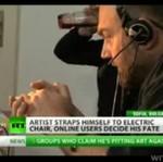 Kontrowersyjny artysta dał się torturować internautom!