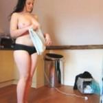 Prasowanie ubrań... TOPLESS! (18+)