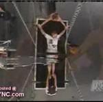 Criss Angel przecięty na pół!