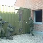 Armia forsuje drzwi