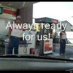 Obsługa na stacji benzynowej w Azji