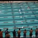 Przepłynął cały basen na jednym oddechu!