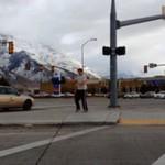 Przegrał zakład - musiał zatańczyć na ulicy!