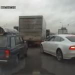 Chamski kierowca - wpycha się!
