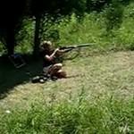 Dziewczyna z bronią? UWAGA!