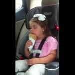 Śpiąca dziewczynka vs lodowy rożek