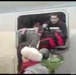 Walka o miejsce w pociągu!