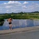 Skoczył z mostu - wariat!