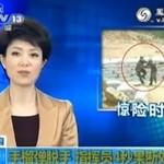 Kobieta rzuca granatem