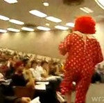 Klaun napada na ucznia!