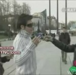 Rzucił się na reporterkę!