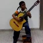 """Sześciolatek z gitarą - """"My heart will go on"""""""