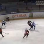 Dziecięcy hokej na lodzie - WALKA!