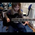 Ośmiolatka daje radę na gitarze - WOW!
