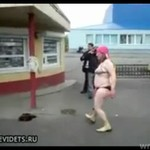 Striptiz pod monopolowym - TYLKO W ROSJI!