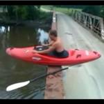 Skok z mostu - w kajaku!