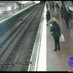 Pijak spadł na tory metra!