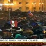 Habemus Papam - tłum szaleje na widok białego dymu