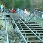 Ekstremalny spływ kajakiem po schodach!