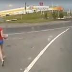 Gdy zdezorientowana kobieta znajdzie się na drodze...