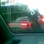 Motocyklista NISZCZY samochód!
