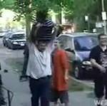 Uderzył głową w chodnik