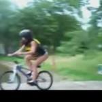 Dziewczyna na rowerze- BOLESNE!